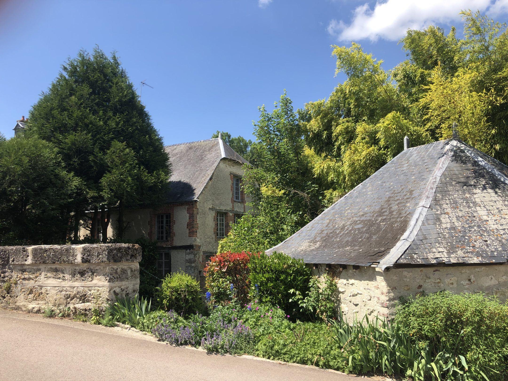 À la découverte du joli village de Fontaine-sur-Ay - Au Beau Sarrazin