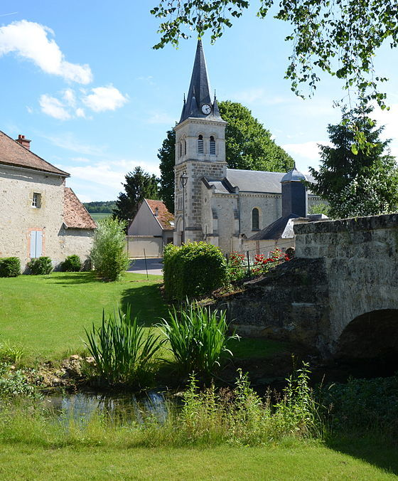 Explore the pretty village of Fontaine-sur-Ay - Au Beau Sarrazin